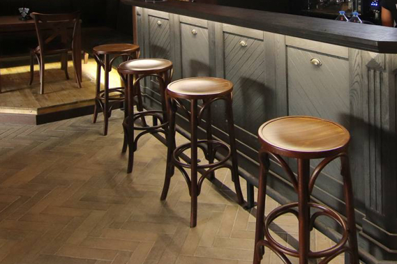 opremanje barskim stolicama - Linea Milanovic