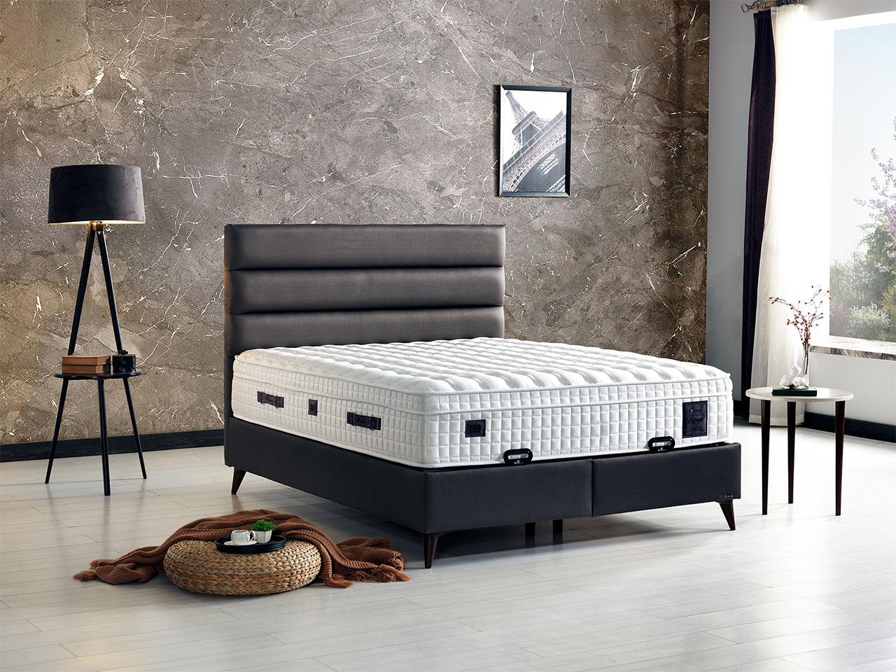bracni krevet sa tapaciranom bazom i uzglavljem podizni mehanizam prostor za odlaganje